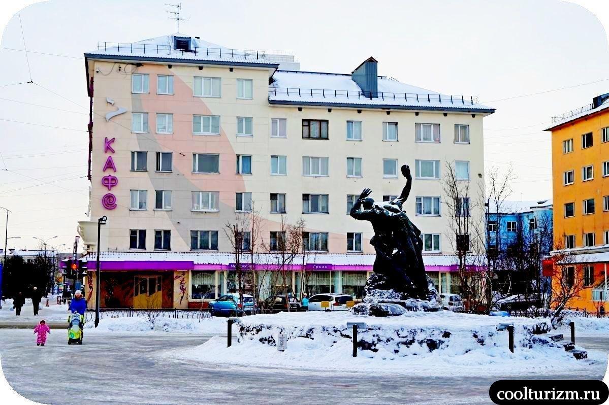 памятник Анатолию Бредову в Мурманске