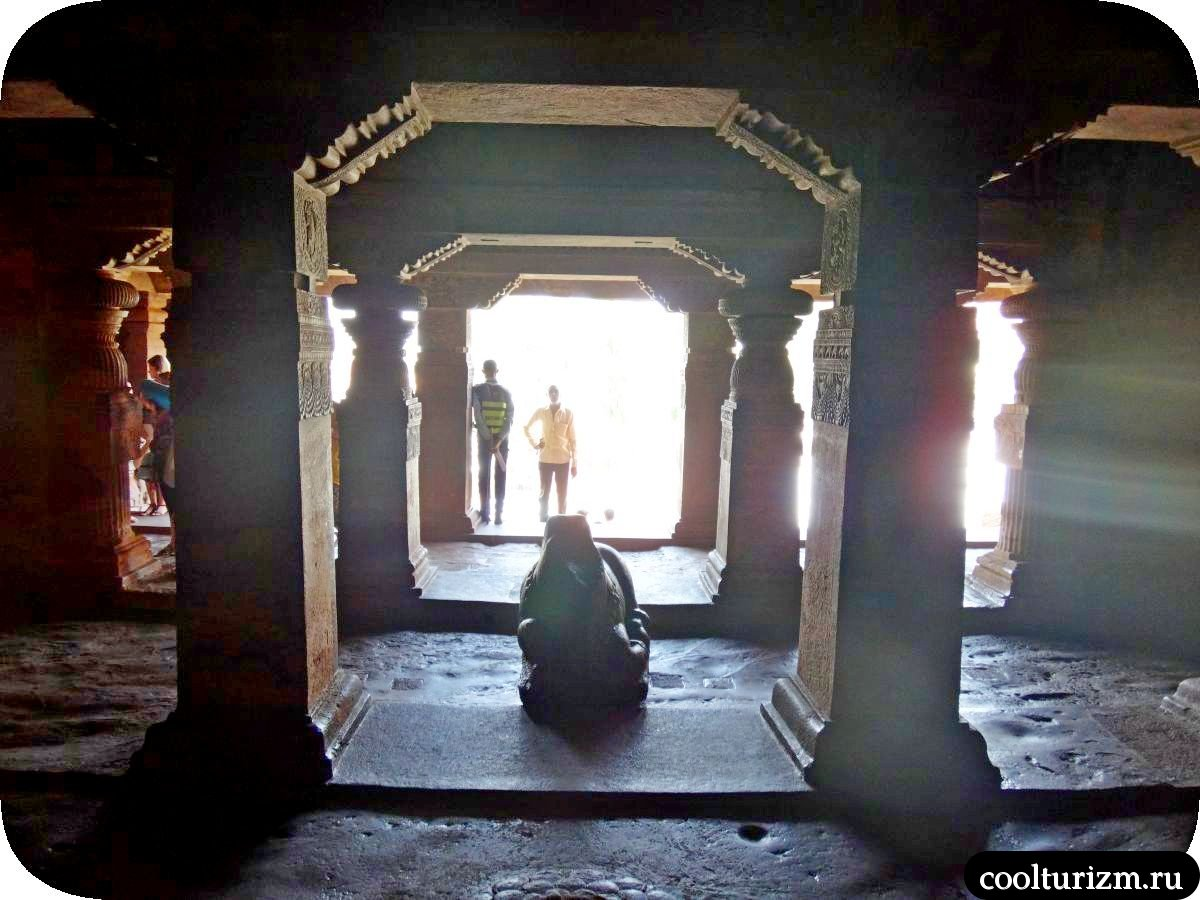 пещерный храм Шивы внутри Бадами Индия