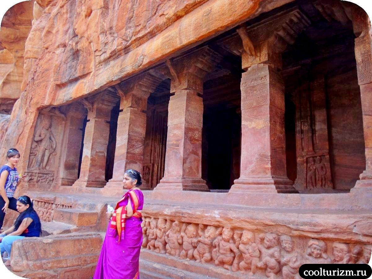 пещерный храм Вишну в Бадами фото