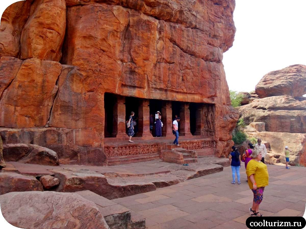 Индия пещерный храм Вишну в Бадами