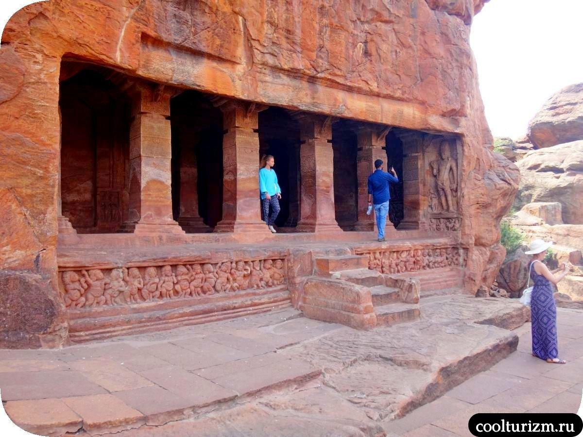 пещерный храм Вишну в Бадами Карнатака Индия