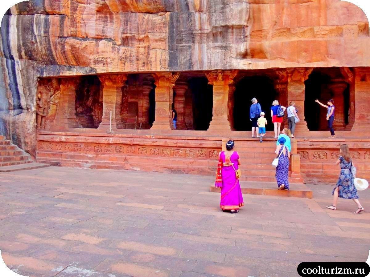 самый большой пещерный храм Вишну в Бадами