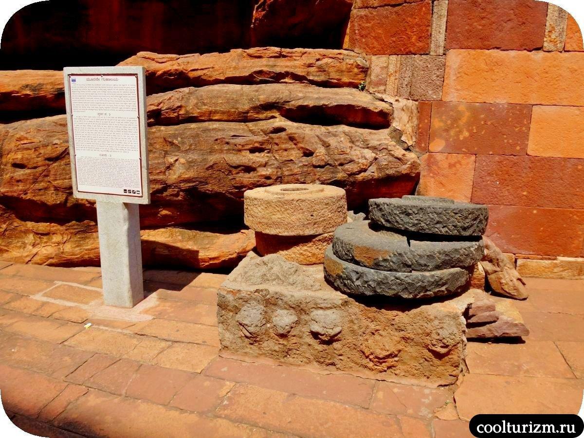 пещерный храм Вишну в Бадами храм №2