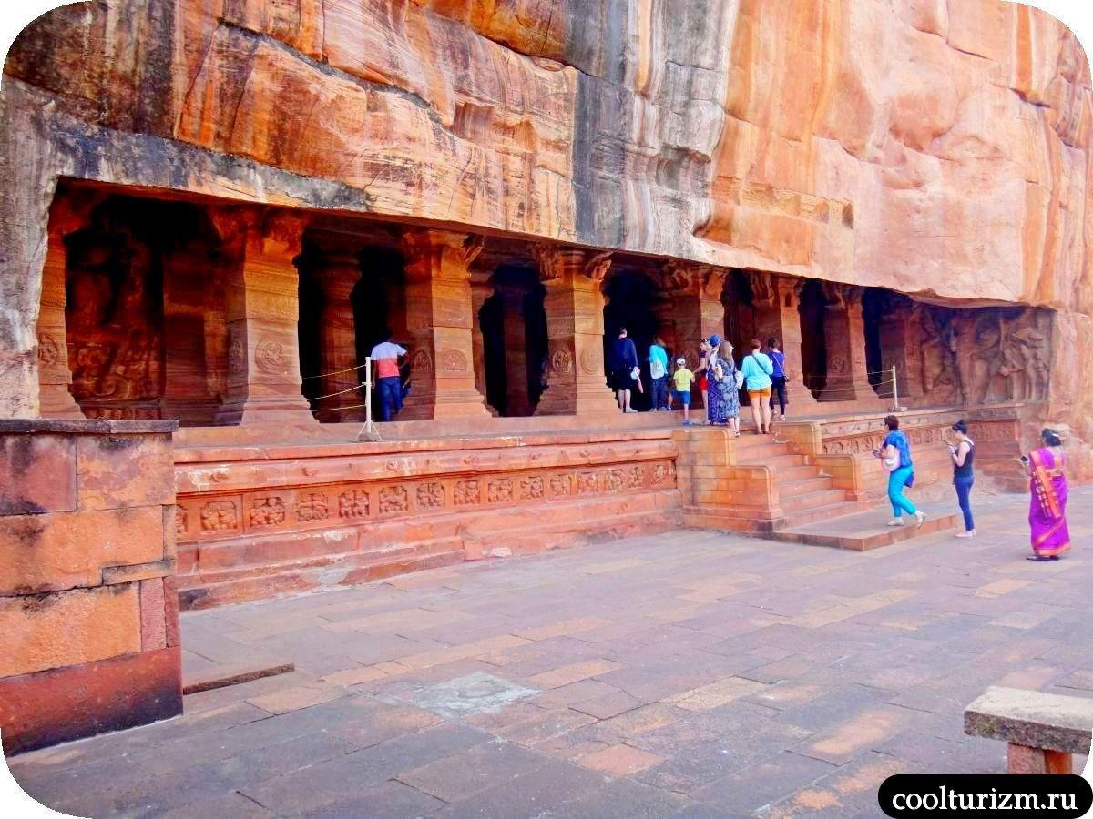 самый большой пещерный храм в Бадами Тривикрама