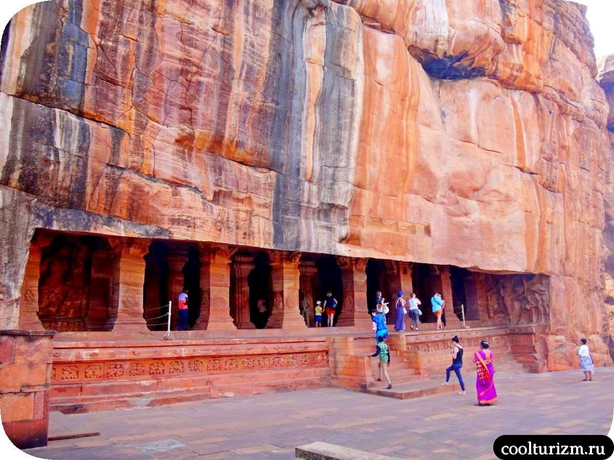большой храм Вишну в Бадами