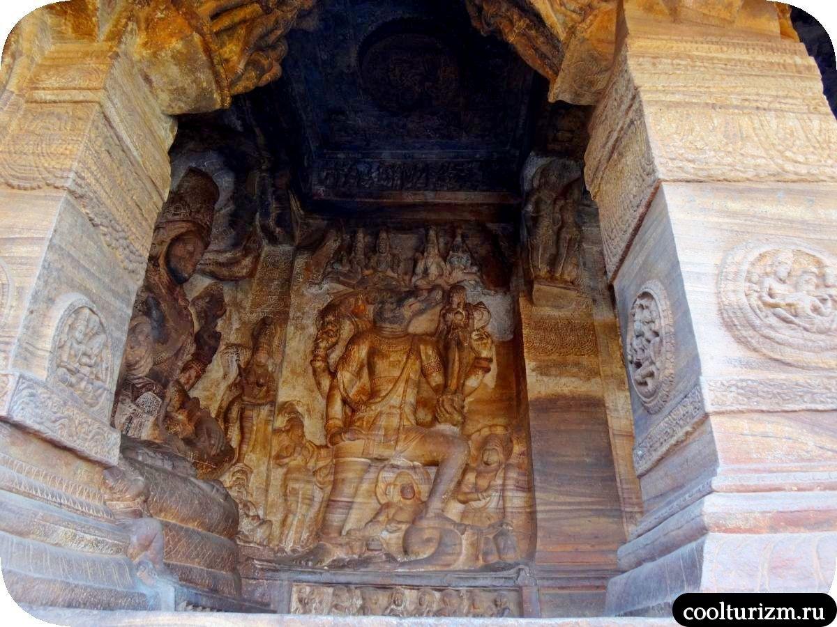 самый большой пещерный храм в Бадами Вишну и вепрь Вараха