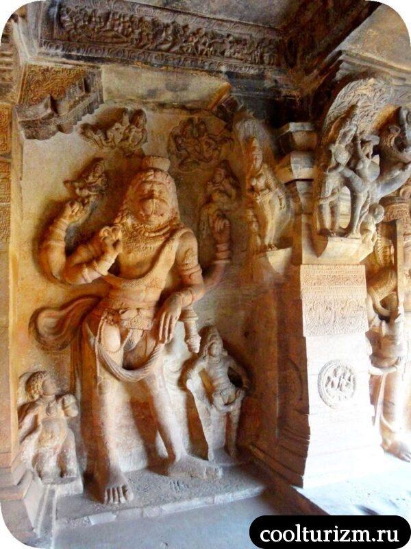 Нарасимха в храме Вишну в Бадами индия