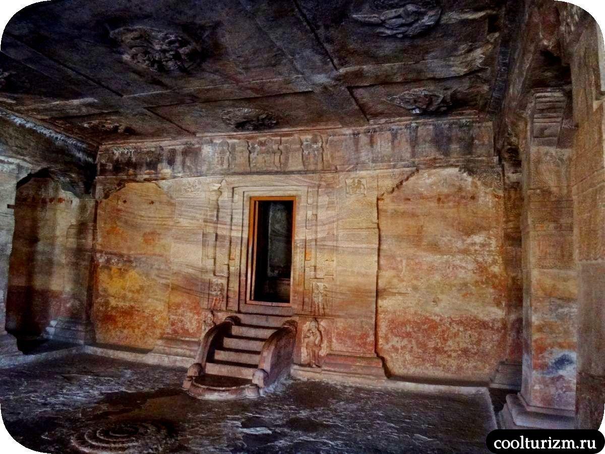 алтарь Вишну храм Бадами