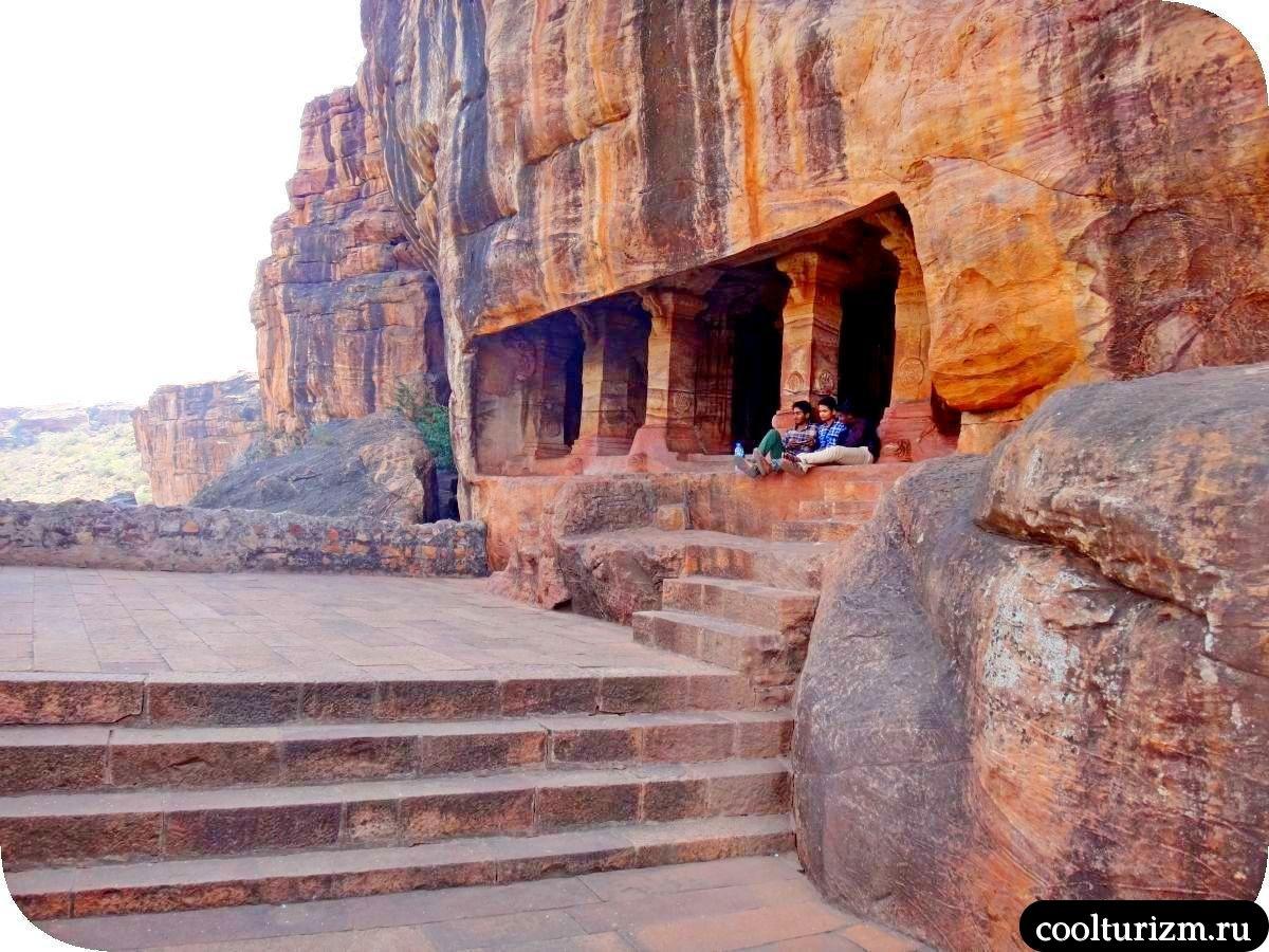 пещерный храм №4 джайнов в Бадами