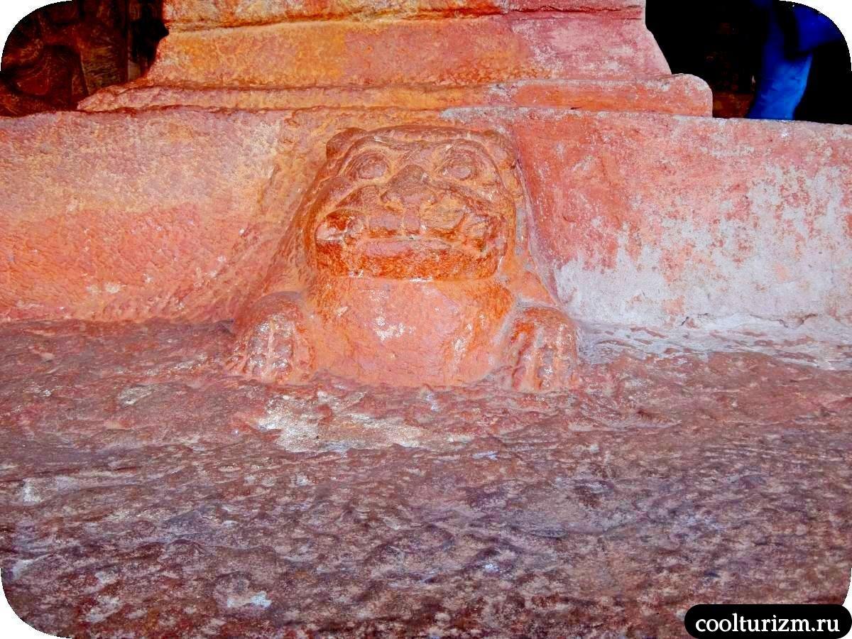 пещерный храм джайнов в Бадами экскурсия