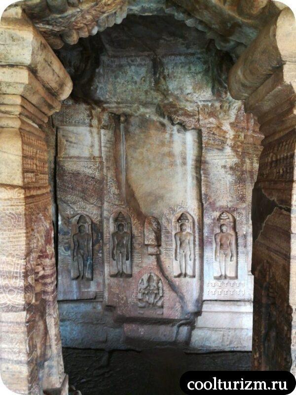 храм джайнов Бадами стертый барельеф