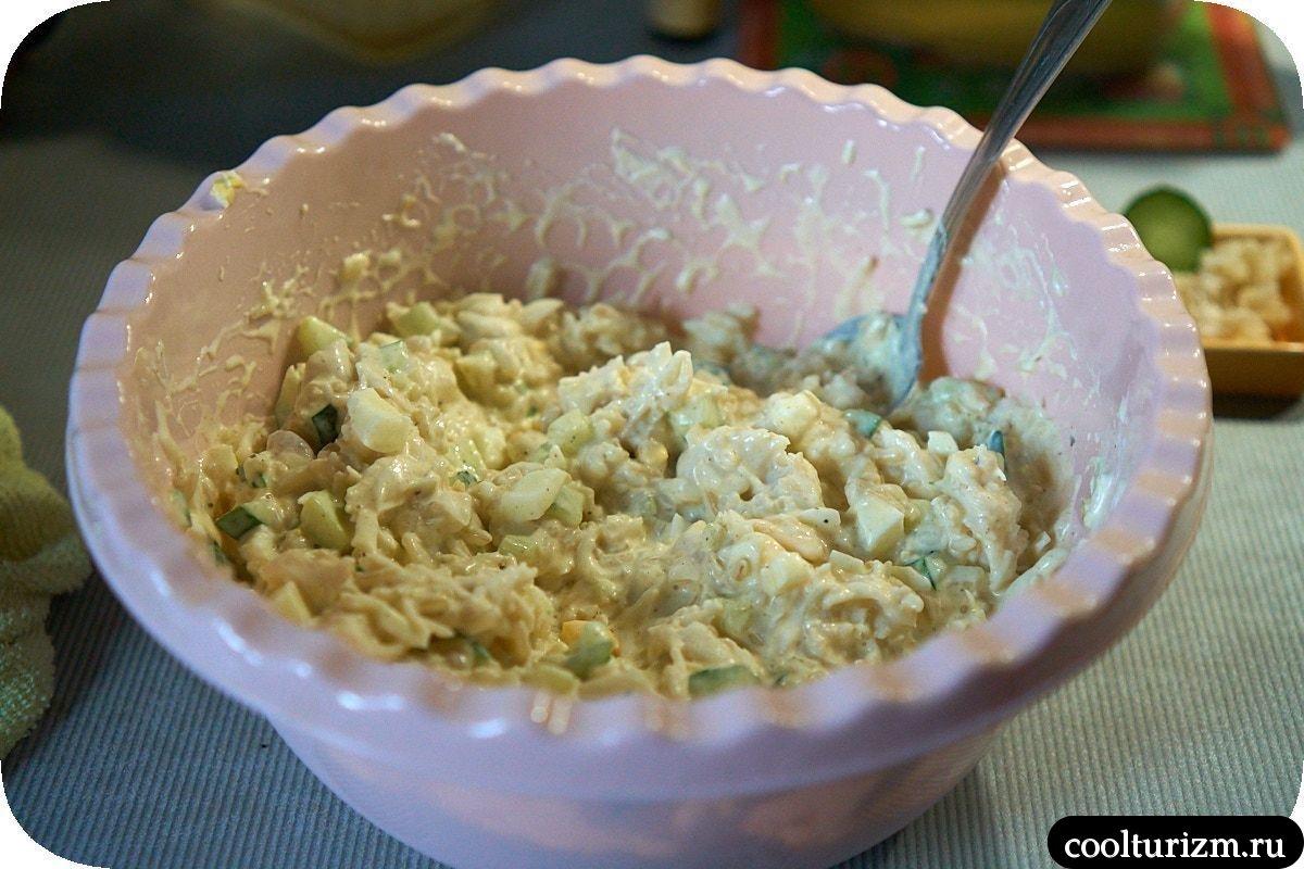 вкусный рыбный салат из консервов и огурцов пошаговый рецепт