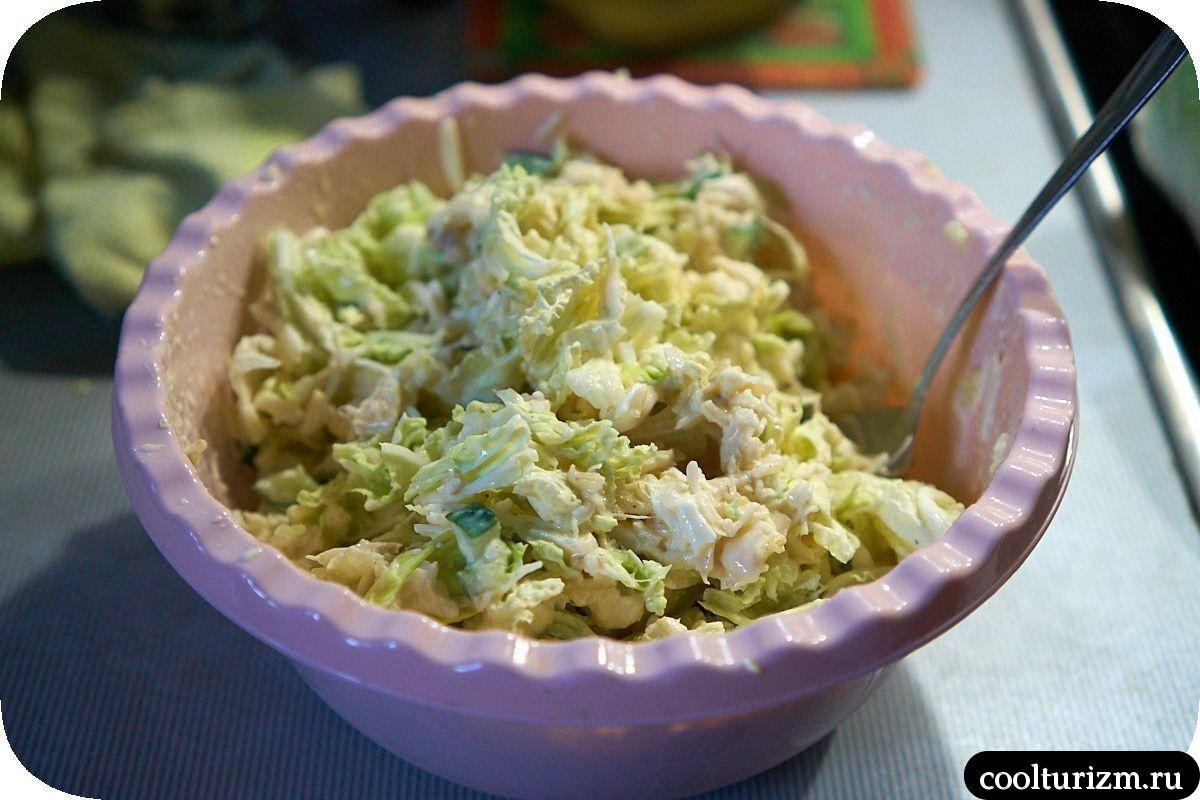 вкусный рыбный салат из консервов и огурцов не мимоза