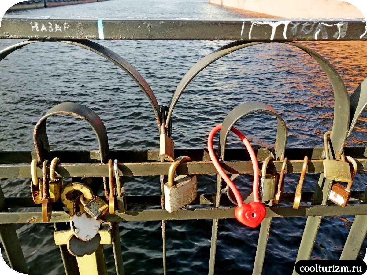 Морвокзал Мурманск забор с замками