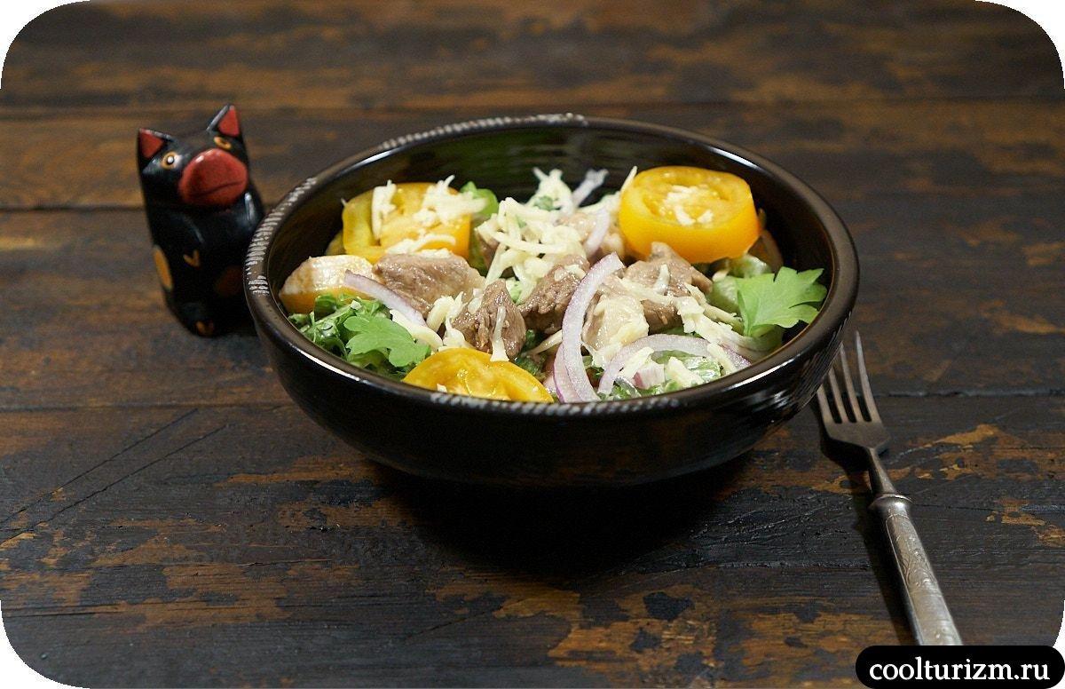 мясной салат с оливками