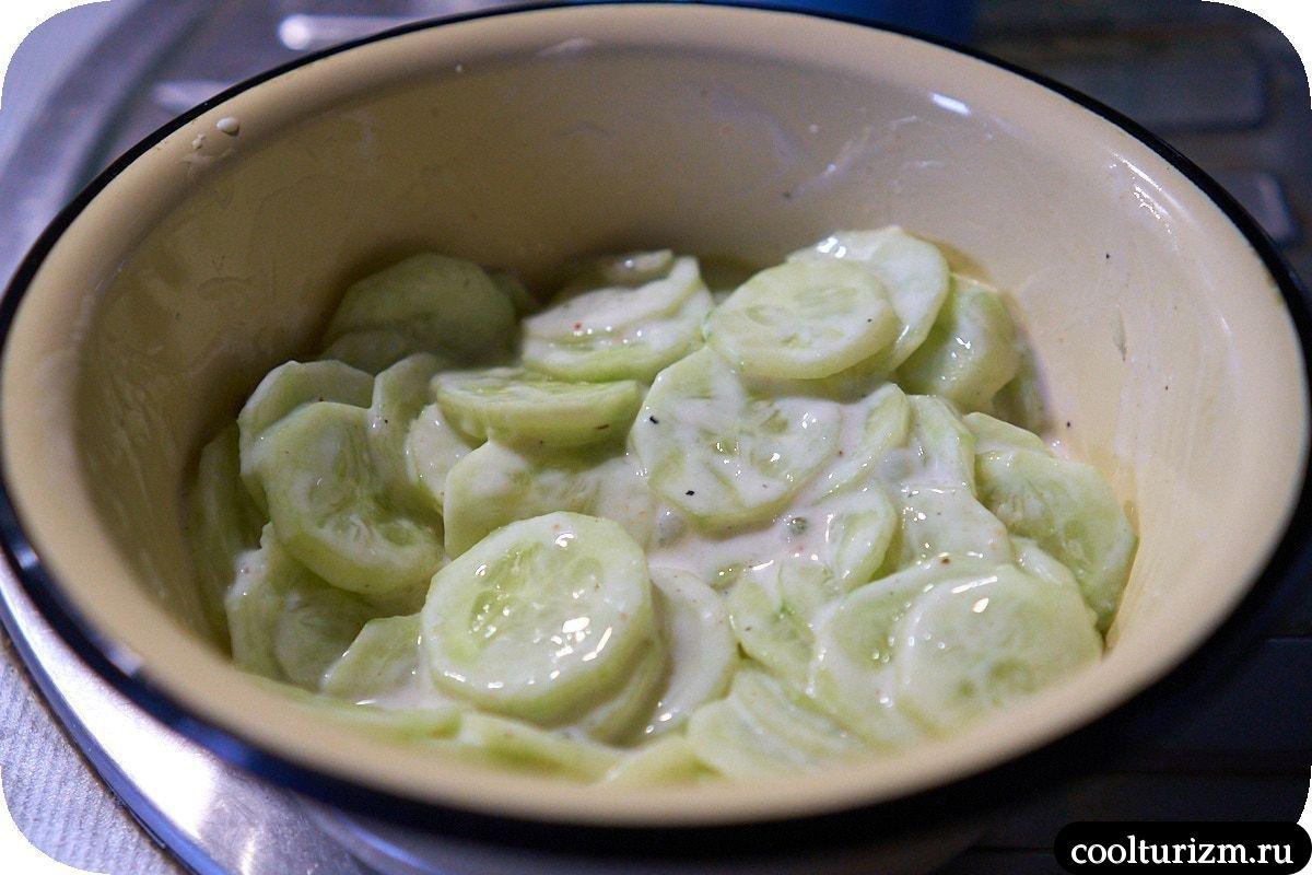 салат из огурцов со сметаной и сахаром как приготовить