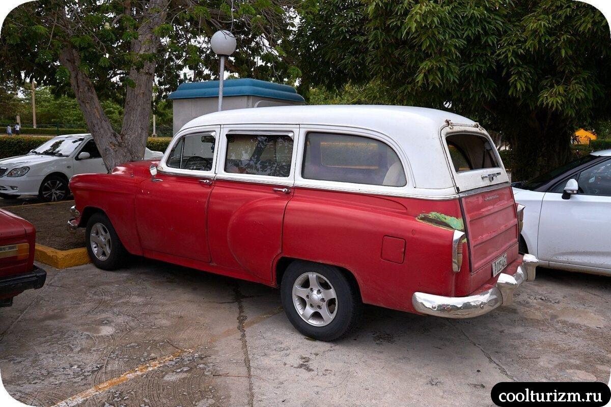 Старые автомобили на Кубе Острове Свободы