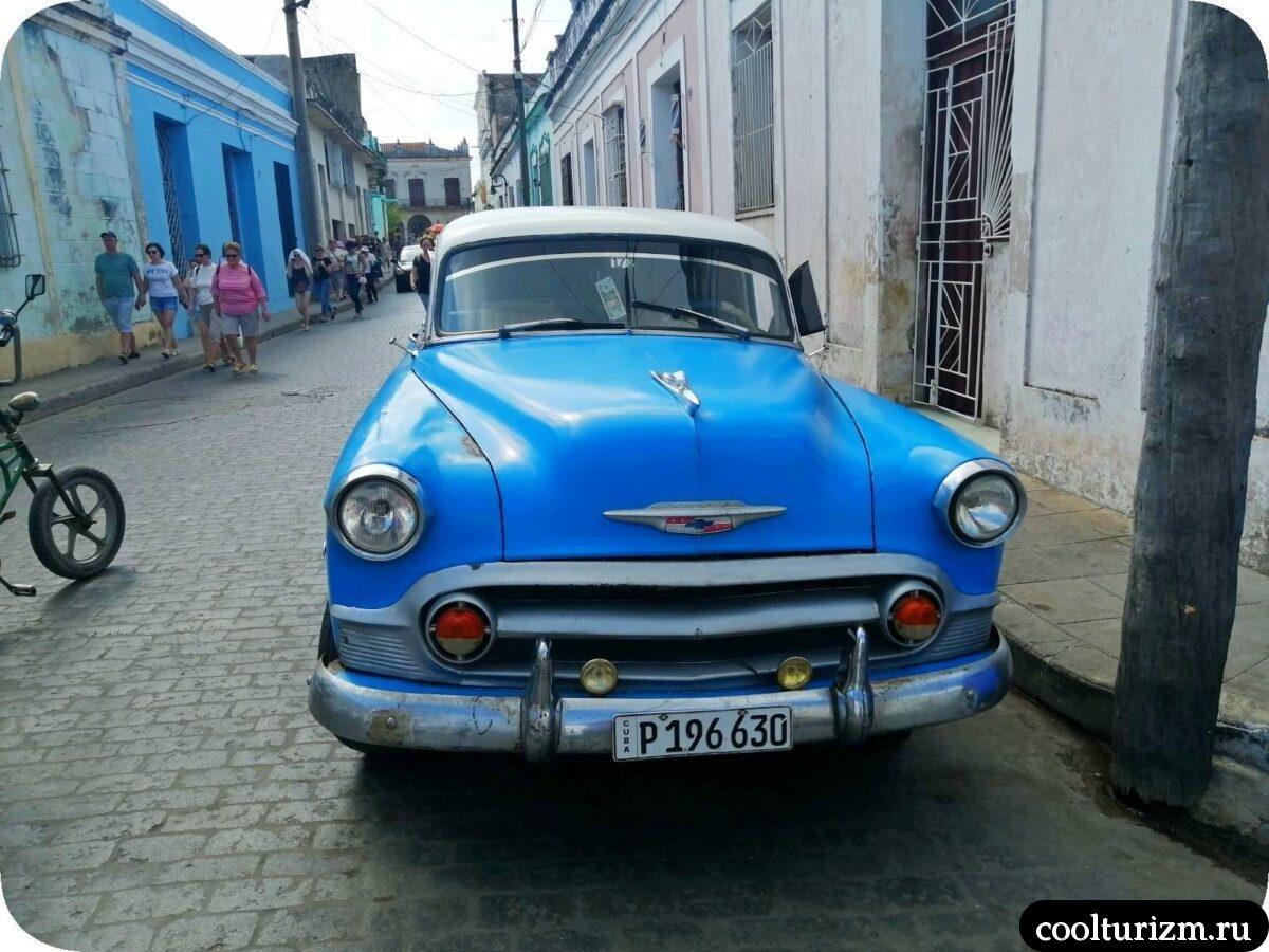 Старые автомобили на острове Куба