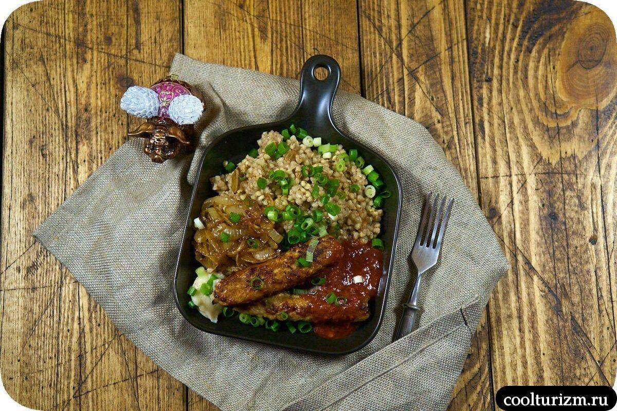 колбаски с зеленой гречкой и луком пошаговый рецепт