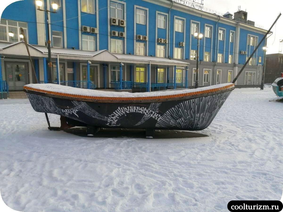 Мурманск морвокзал новые деревянные арт-объекты