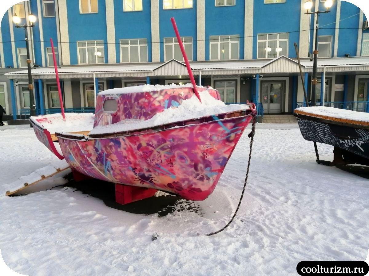 Мурманск морвокзал новые арт-объекты спасательные шлюпки