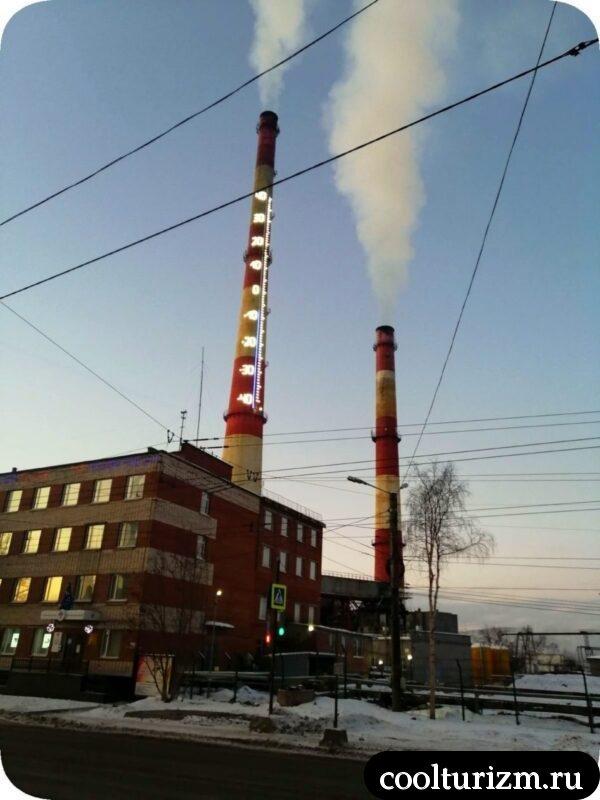 Градусник на дымовой трубе в Мурманске