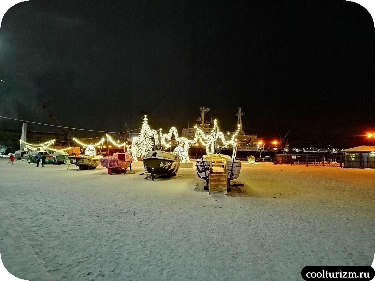 площадь Морской вокзал в Мурманске на Новый год