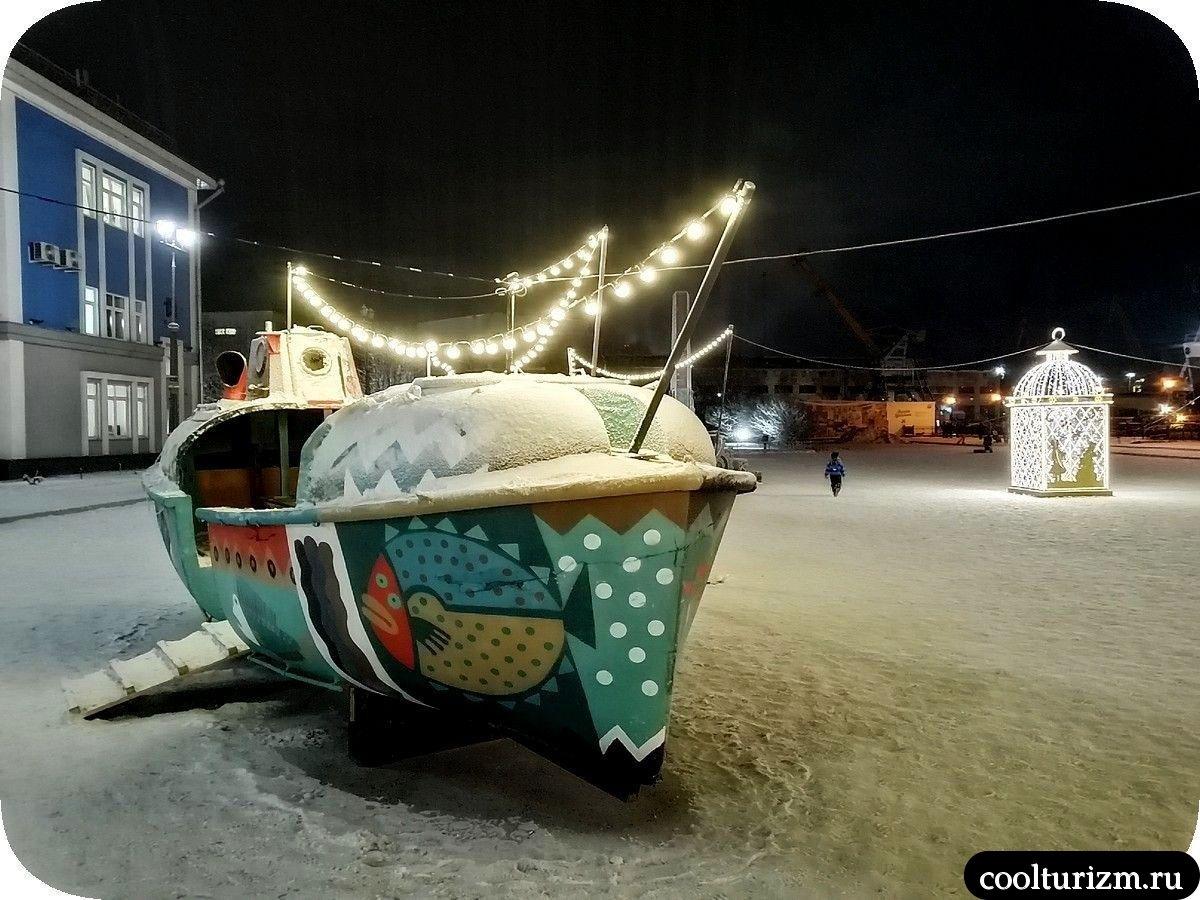 Морской вокзал в Мурманске на Новый год шлюпки