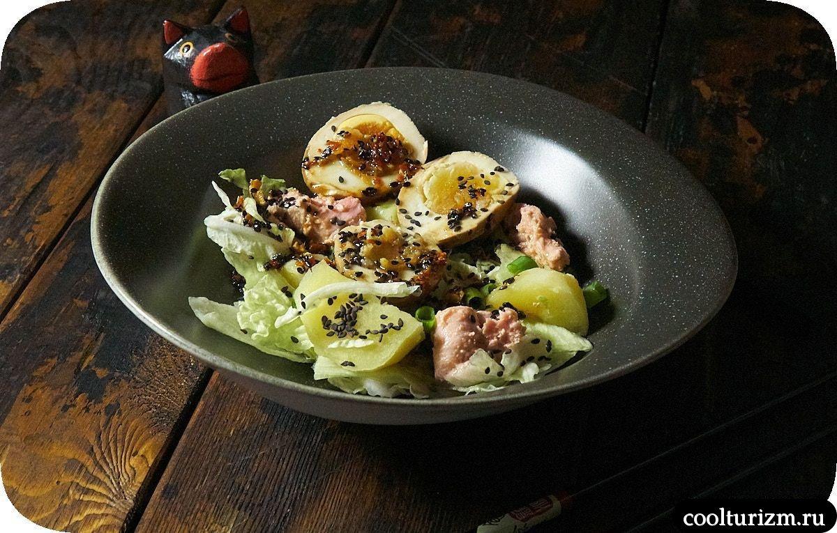 салат с тунцом без майонеза рецепт с маринованными яйцами