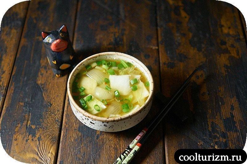 Суп с пекинской капустой и луком фото