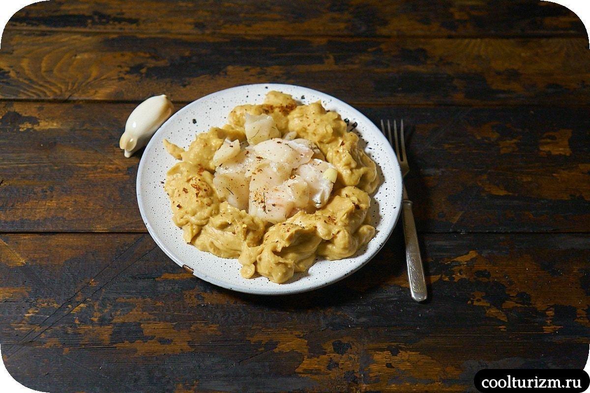 Рецепт хумуса с солеными щечками трески