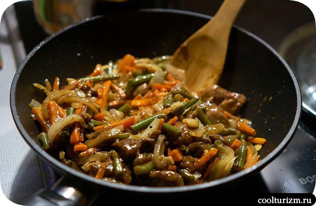 Лапша сомен с печенью и овощами пошагово