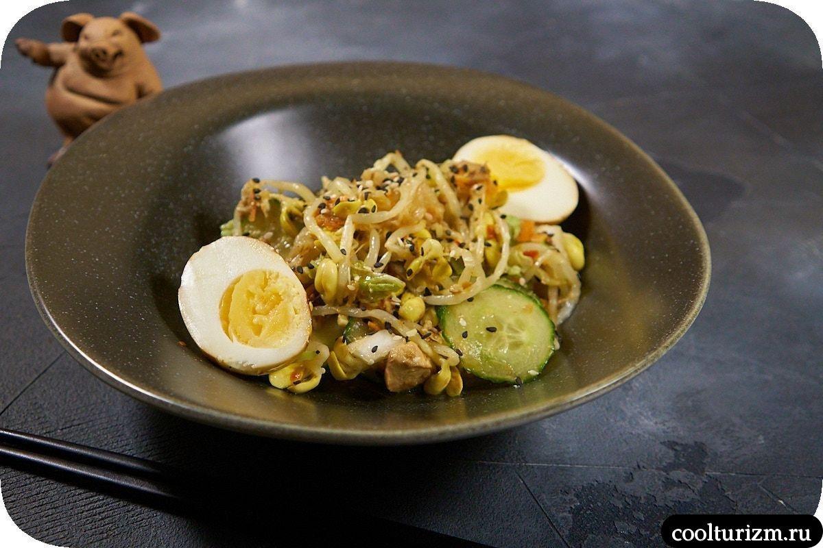 Салат с проростками и кимчи пошагово