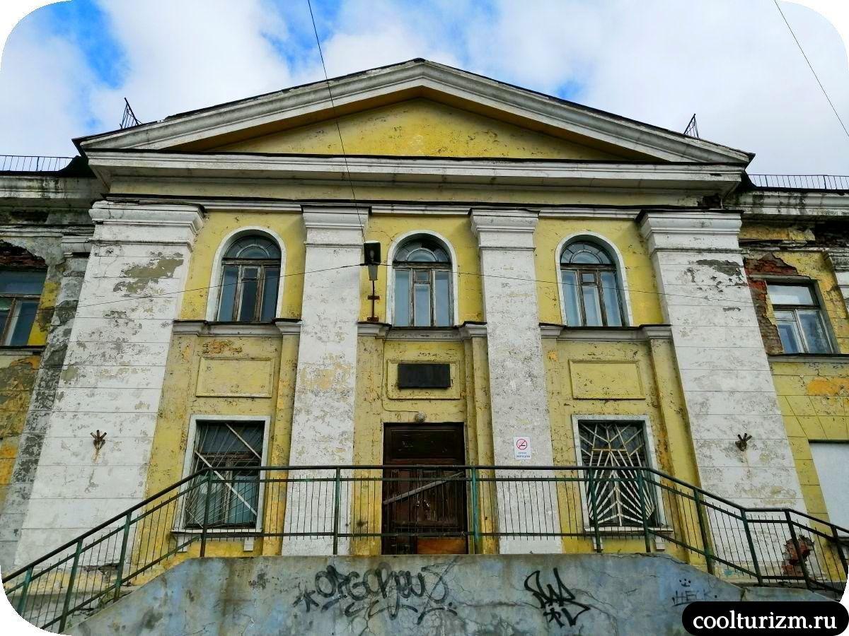 Старое здание травмпункта в Мурманске Книповича