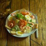 "Рецепт салата ""Цезарь"" с креветками и сухариками"
