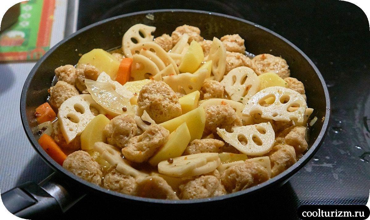 рецепт Картошка с соевым мясом и корнем лотоса в японском стиле