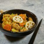 Картошка с соевым мясом и корнем лотоса в японском стиле