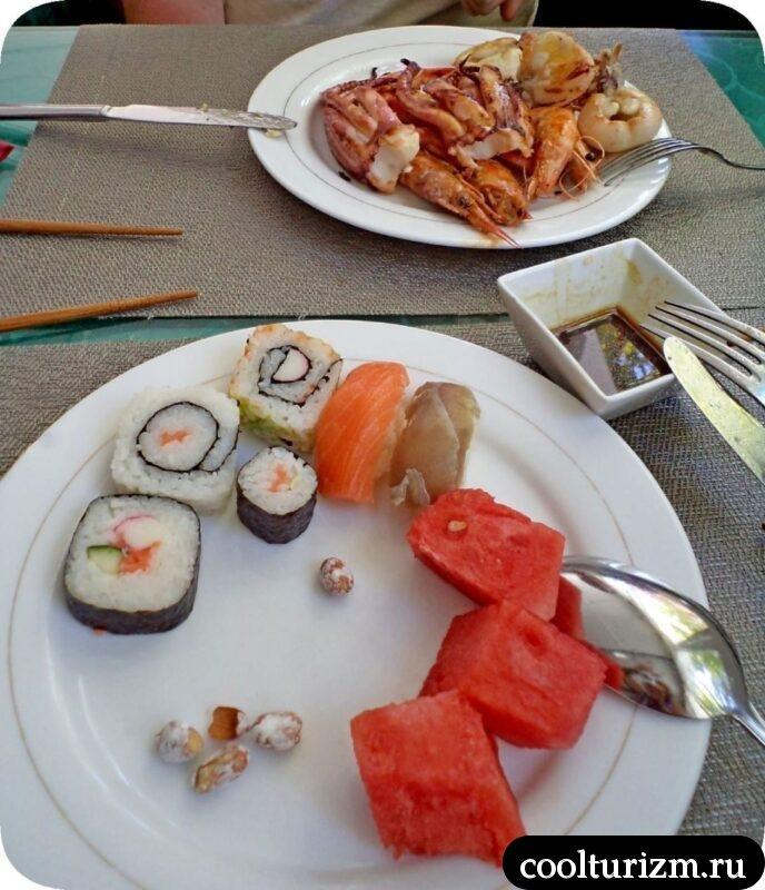 Уличная еда в Салоу Испания шведский стол