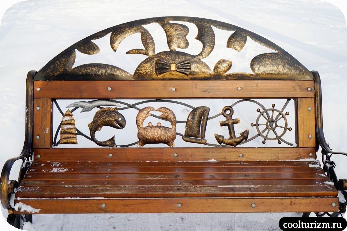 Чайки в Мурманске молодежный сквер скамейка