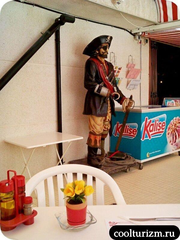 Уличная еда в Салоу Испанияи Старый пират