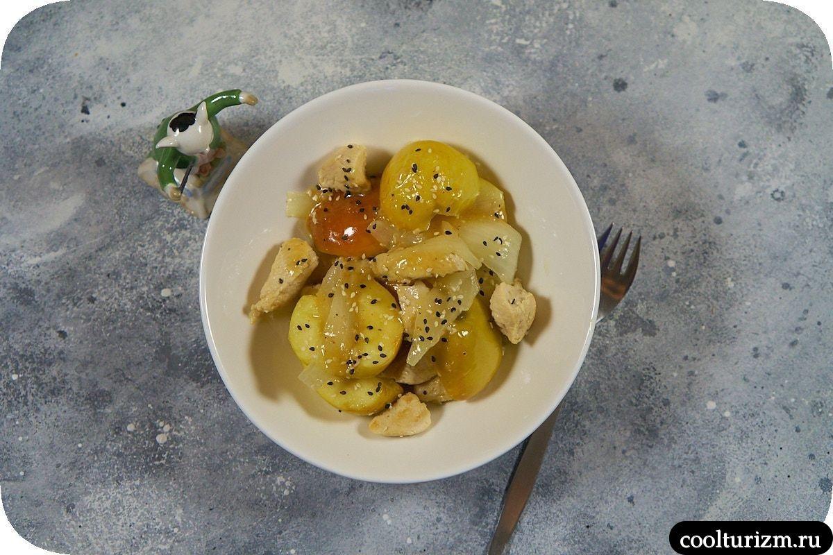 Куриная грудка с яблоками на сковороде как приготовить