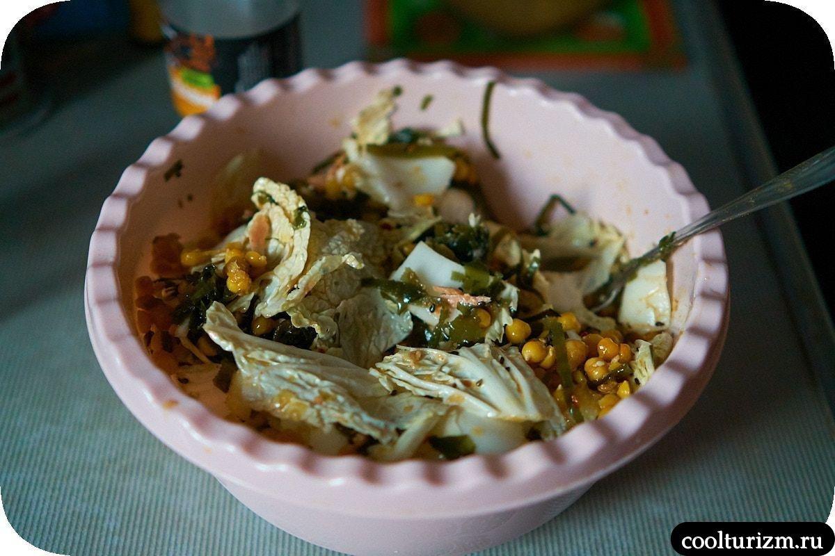 Салат с тунцом и нутом пошагово