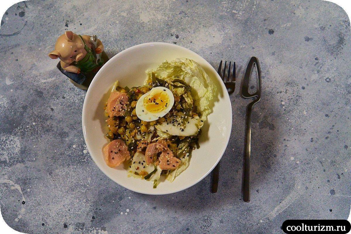 Салат с тунцом и нутом в домашних условиях