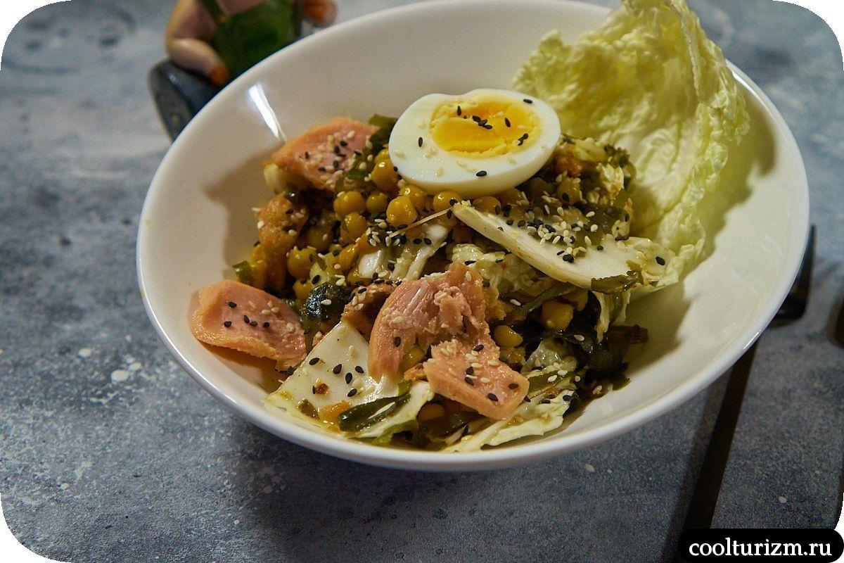 Салат с тунцом и нутом