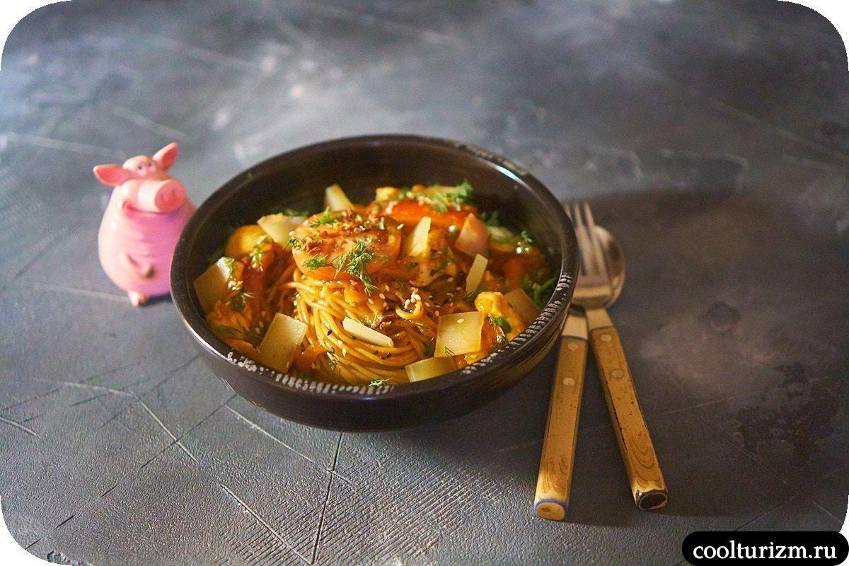 Томатные спагетти с курицей