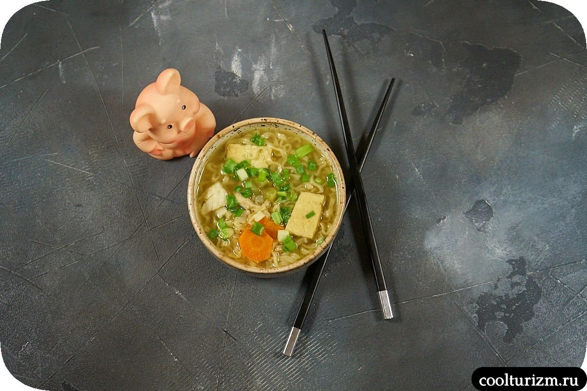 Суп с тофу и лапшой