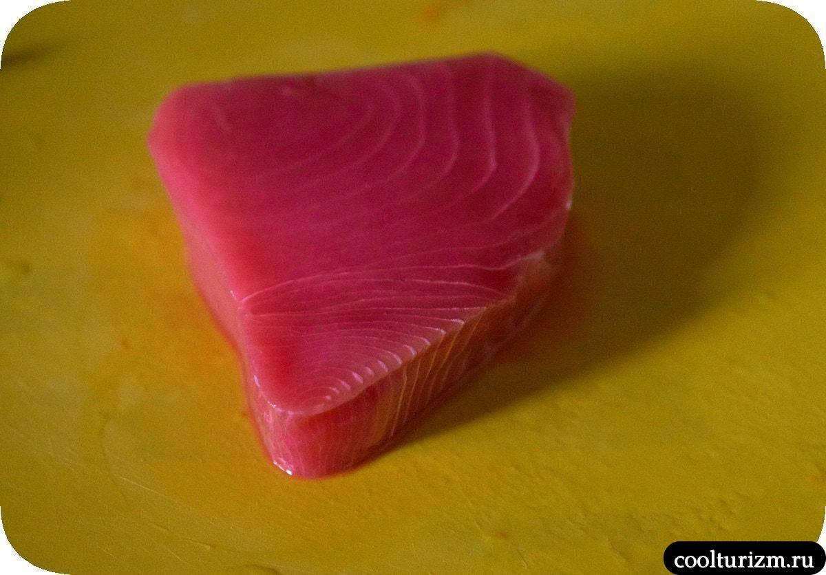 Стейк из тунца в кунжуте