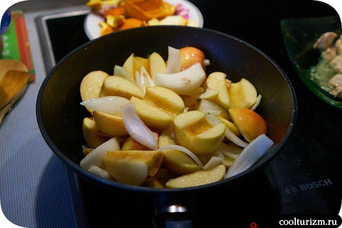 Куриная грудка с яблоками на сковороде жарка яблок