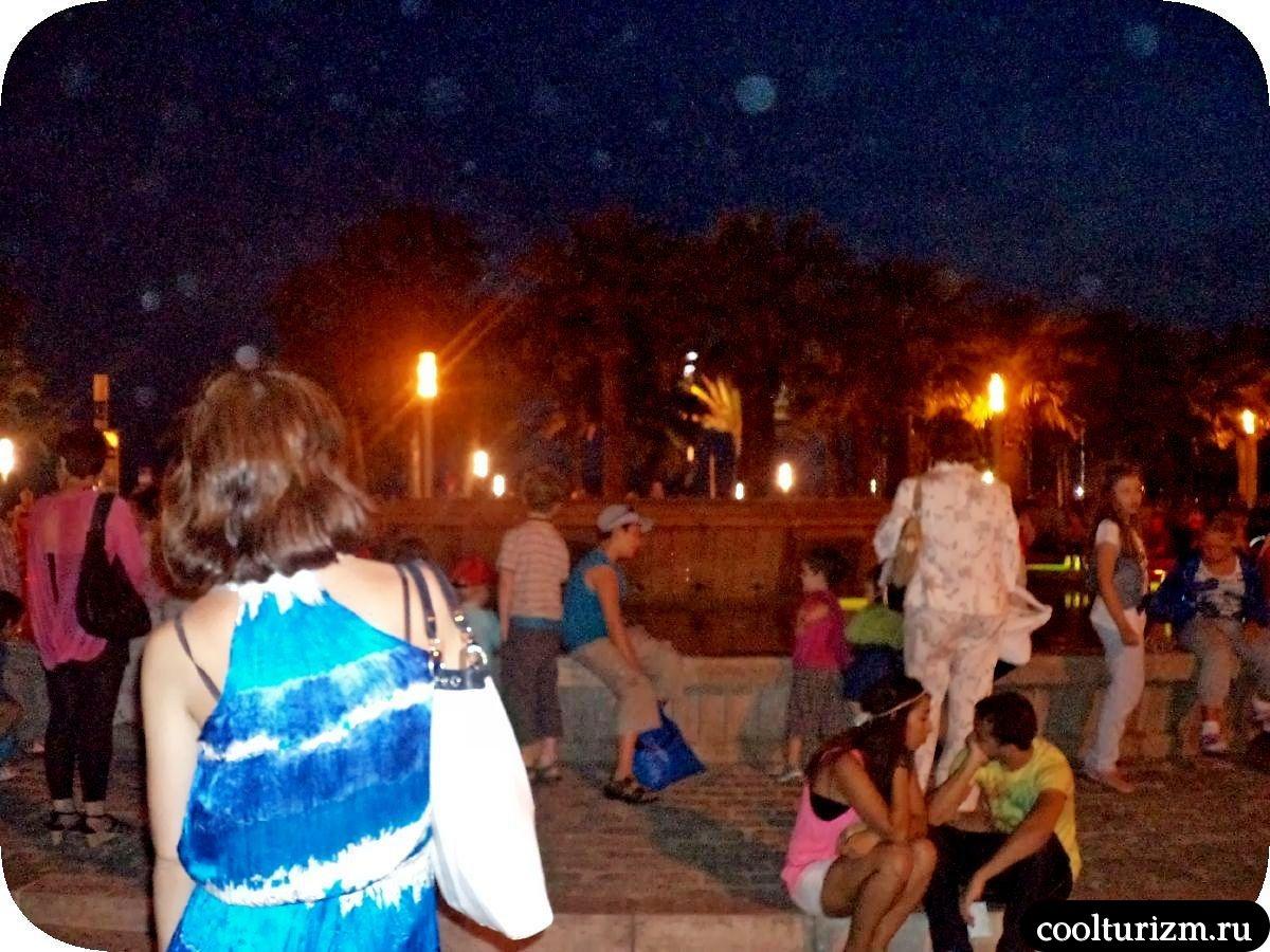 Улицы Салоу Испания светящийся фонтан