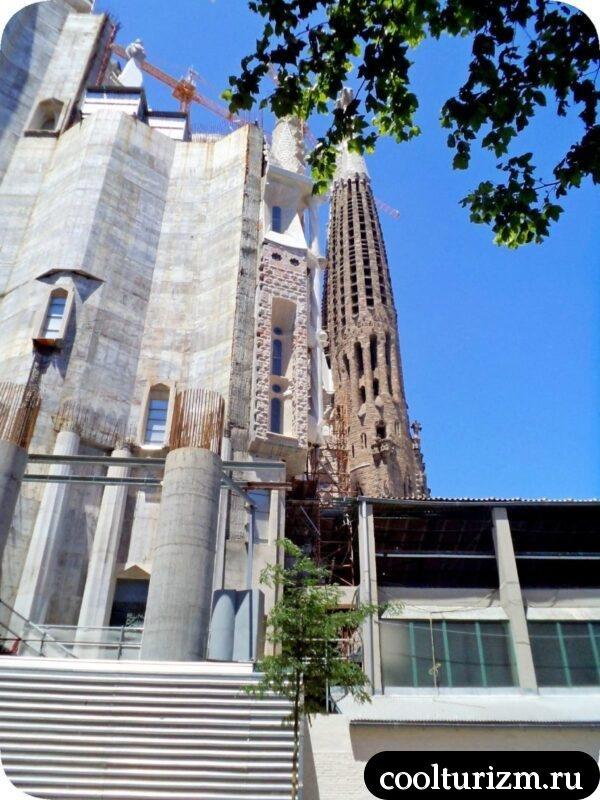 Храм Святого Семейства в Барселоне Гауди